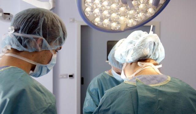 10代~20代に多い虫垂炎とは?虫垂炎になったら必ず手術が必要?