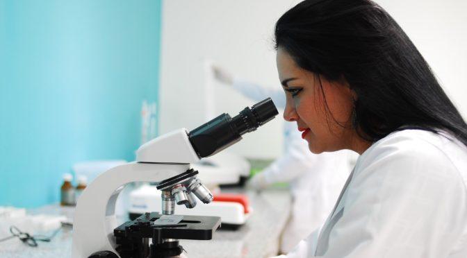 脳の難治性疾患のひとつアレキサンダー病 病気の進行に関する原因が明らかに