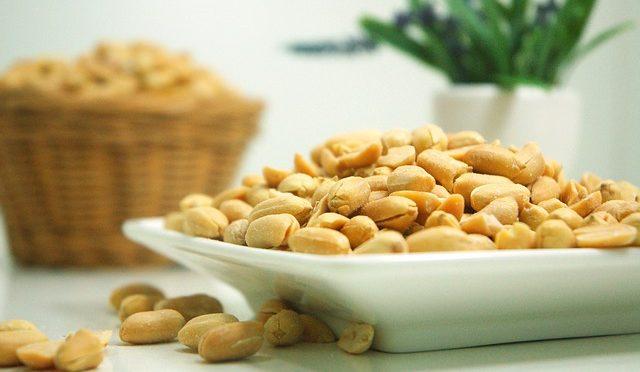 大腸がんの再発率・死亡率がナッツ類の摂取により低下する?!